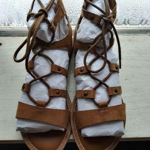 NIB Crown Vintage Sz 8 Tan Gladiator Sandals
